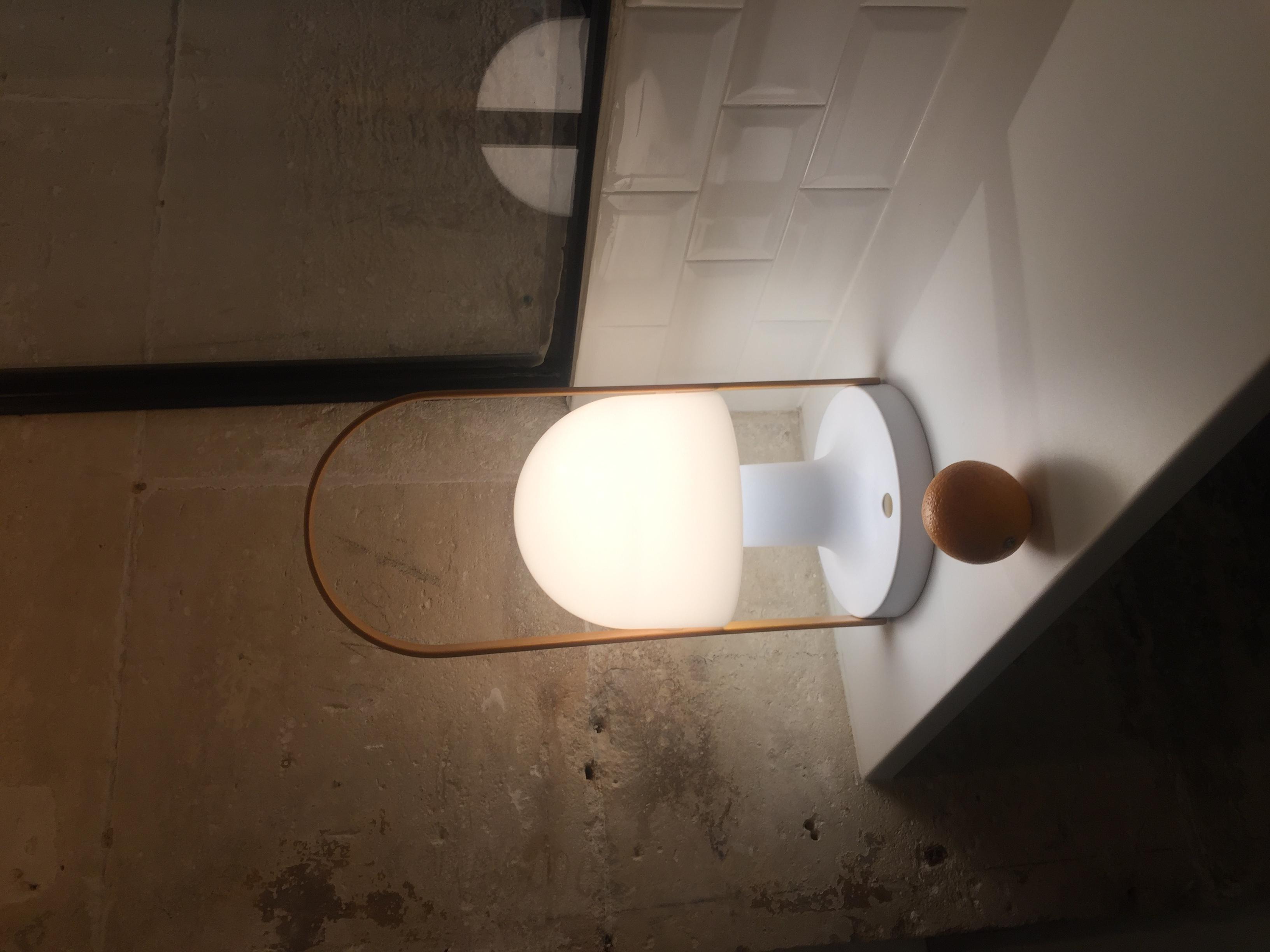 baladeuse follow me plus blanc led dimmable h44 3cm 18 5cm marset luminaires nedgis. Black Bedroom Furniture Sets. Home Design Ideas