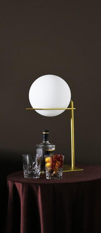 Lampe a poser gin table lamp laiton blanc o20cm h45cm eno studio normal