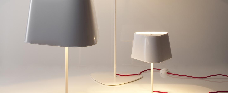 Lampe a poser grand nuage blanc rouge h62cm designheure 80f294f8 9a4b 45bd b894 faacd19f3acf normal