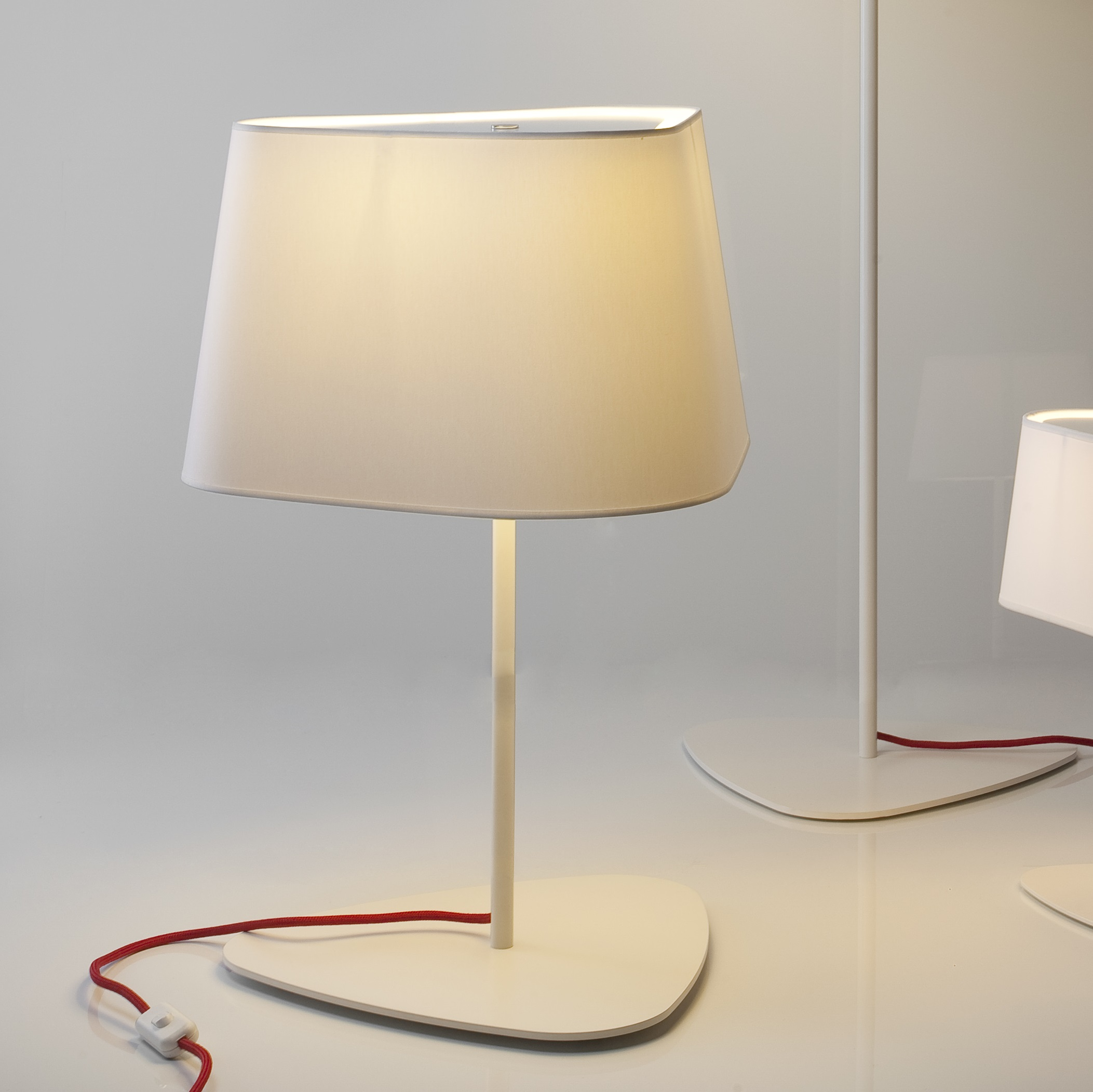 lampe à poser, grand nuage, blanc, rouge, h62cm - designheure