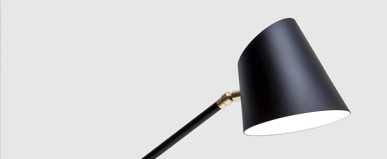 Lampe a poser hartau table noir o44cm h56cm d armes normal