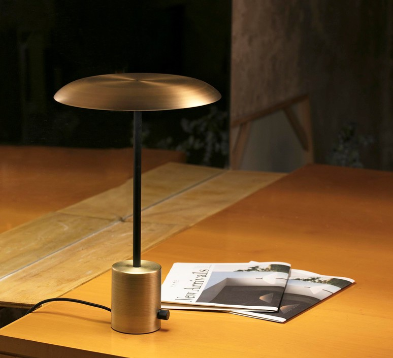 Hoshi xjer studio lampe a poser table lamp  faro 28388  design signed 61542 product