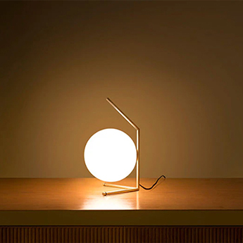 Lampe a poser ic t1 low laiton h38 1cm o20cm flos normal