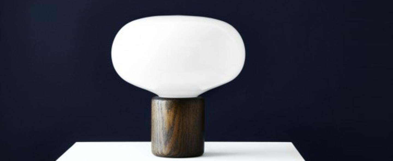 Lampe a poser karl johan chene verre opale blanc o23cm h23 5cm new works normal