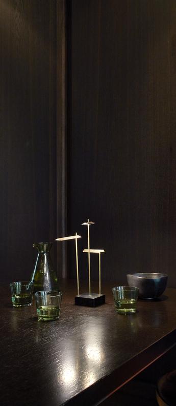Lampe a poser knokke noir et laiton l8cm h35cm dcw editions paris normal
