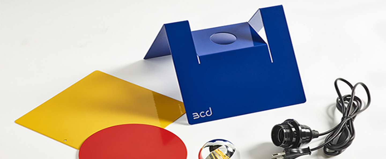 Lampe a poser l234 b bleu rouge jaune l23cm h27cm bleu carmin design normal