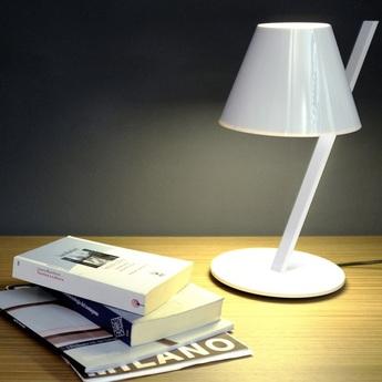 Lampe a poser la petite blanc l12 5cm h37cm artemide normal