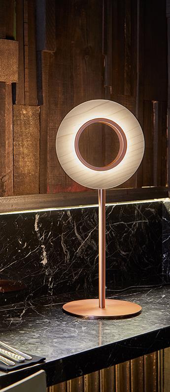 Lampe a poser lens circular ivoire metal finition cuivre led 1800k a 3000k 1930lm l21 6cm h55cm lzf normal