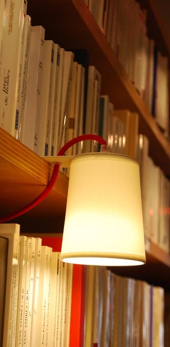 Lampe a poser lightbook blanc rouge h12cm designheure normal