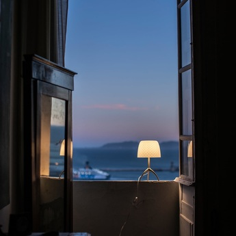 Lampe a poser lumiere piccola 30th pastilles dimmer blanc or o20cm h35cm foscarini normal
