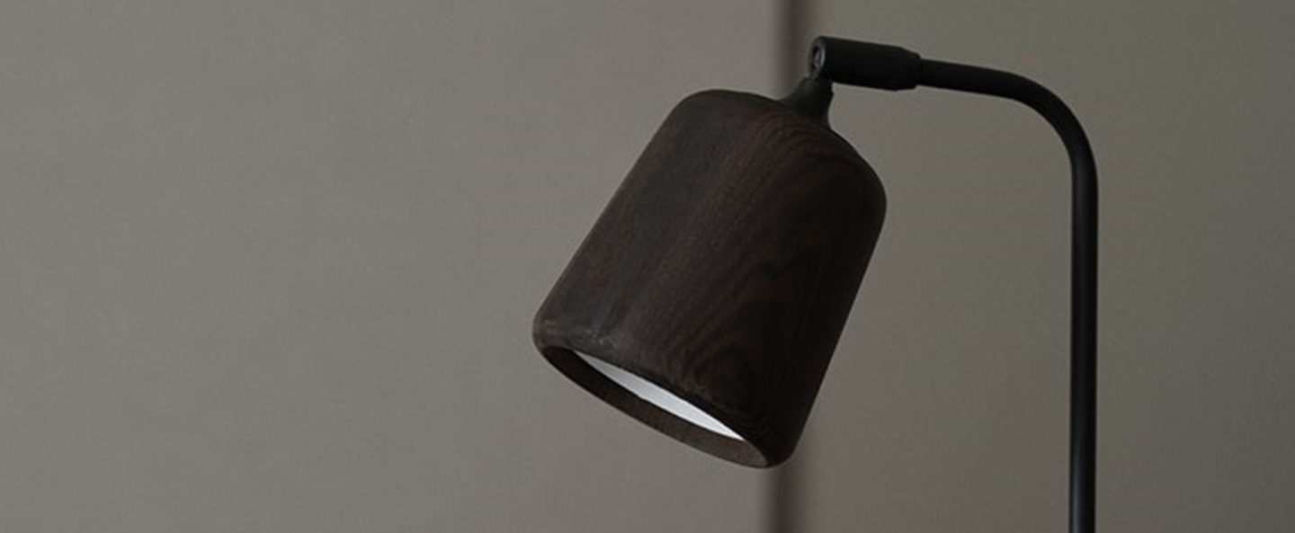 Lampe a poser material chene fume l19cm h45cm new works normal
