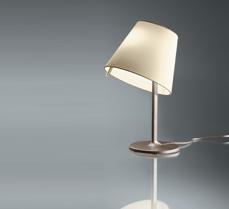 Melampo notte adrien gardere lampe a poser table lamp  artemide 0710020a  design signed 61079 product