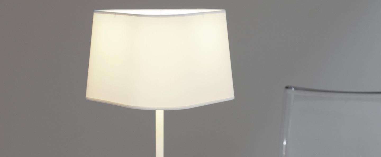 Lampe a poser moyen nuage blanc rouge h49cm designheure normal