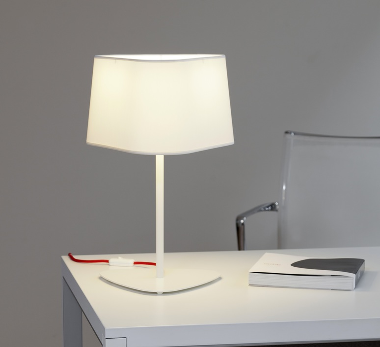 lampe poser moyen nuage blanc rouge h49cm designheure luminaires nedgis. Black Bedroom Furniture Sets. Home Design Ideas