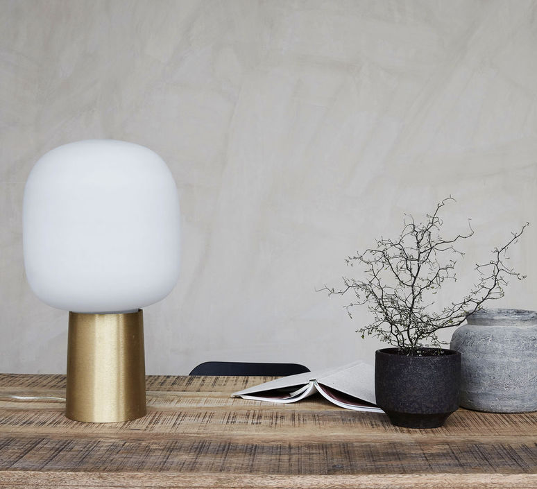 Smarte ressurser Table lamp, NOTE, White, brass, Ø28cm, H52cm - HOUSE DOCTOR NF-92