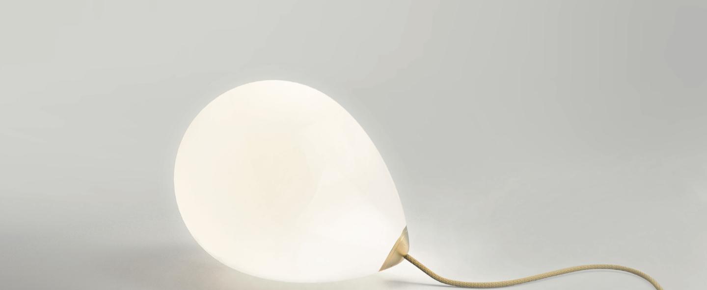 Lampe a poser on my mind blanc et laiton l27cm h23cm anastassiades studio normal