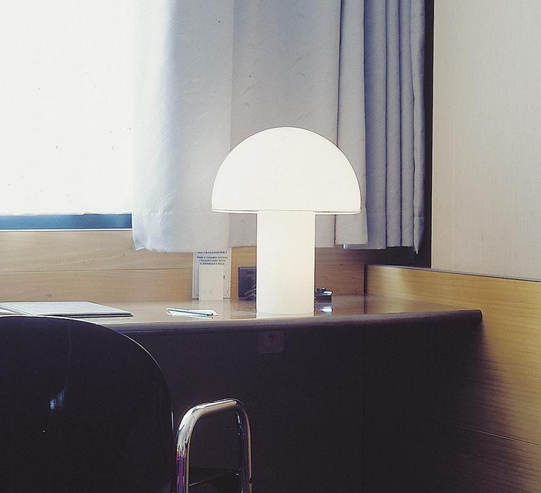 Alfa sergio mazza lampe a poser table lamp  artemide 0026010a  design signed nedgis 75714 product