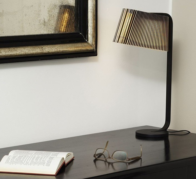 Owalo 7020 seppo koho lampe a poser table lamp  secto design 16 7020 21  design signed 41984 product