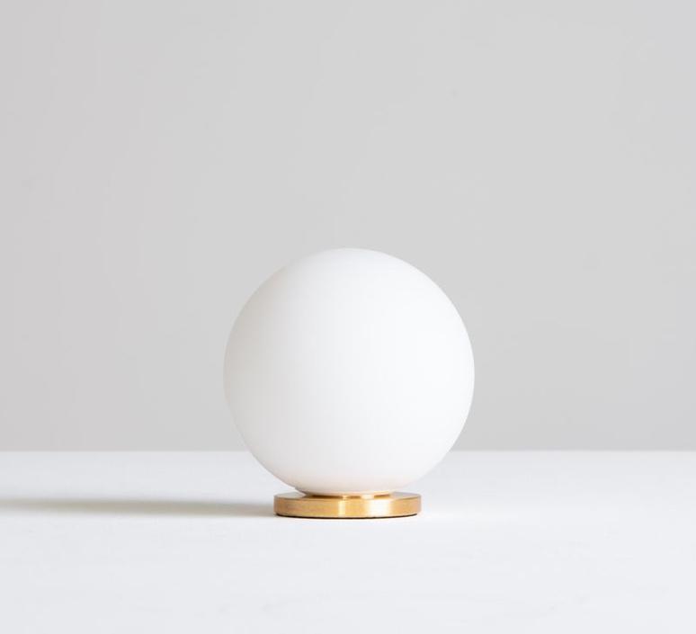 Pallina gio ponti lampe a poser table lamp  fontanaarte f443000150 ne laiton  design signed nedgis 79058 product