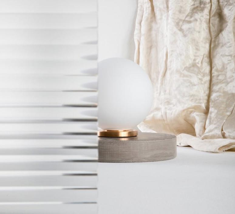 Pallina gio ponti lampe a poser table lamp  fontanaarte f443000150 ne laiton  design signed nedgis 79115 product