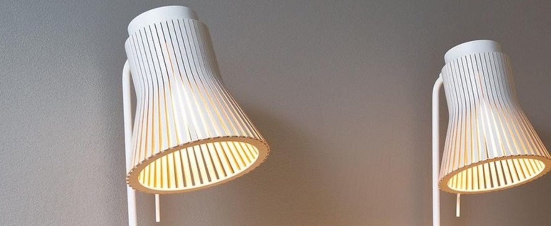 Lampe a poser petite 4620 bois blanc led l27cm h56cm secto design normal