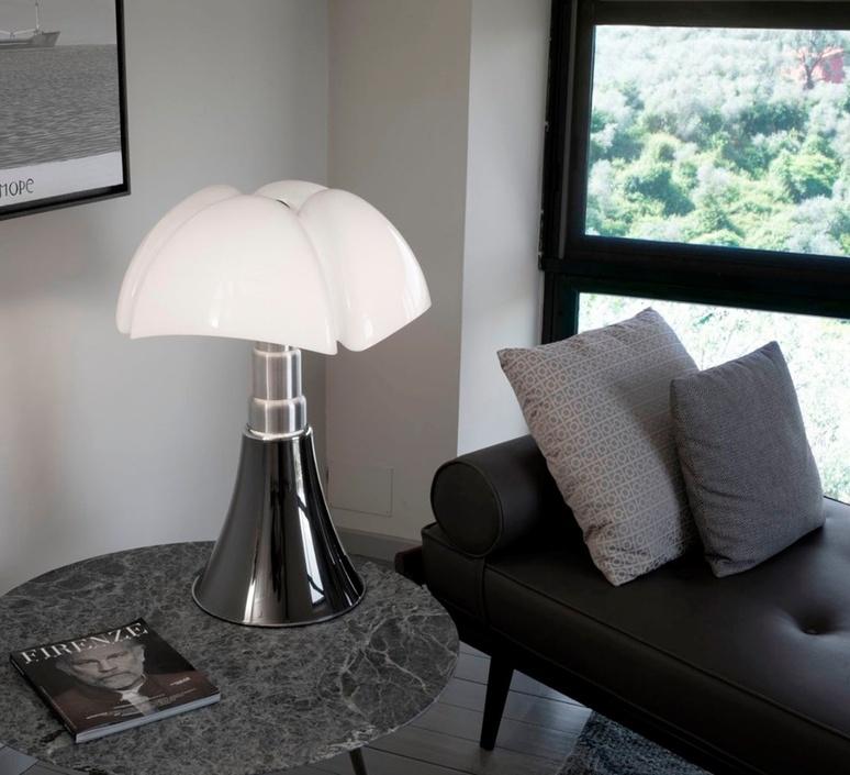 Pipistrello medium gae aulenti lampe a poser table lamp  martinelli luce 620 med dim ti  design signed nedgis 115376 product