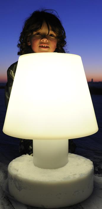 lampes lampes poser et lampes de bureau design nedgis. Black Bedroom Furniture Sets. Home Design Ideas