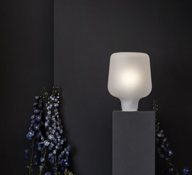 Say my name morten et jonas lampe a poser table lamp  nothern lighting 669  design signed nedgis 63340 product