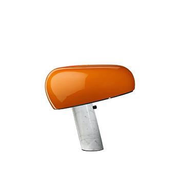 Lampe a poser snoopy orange marbre blanc o39 4cm h36 9cm flos normal