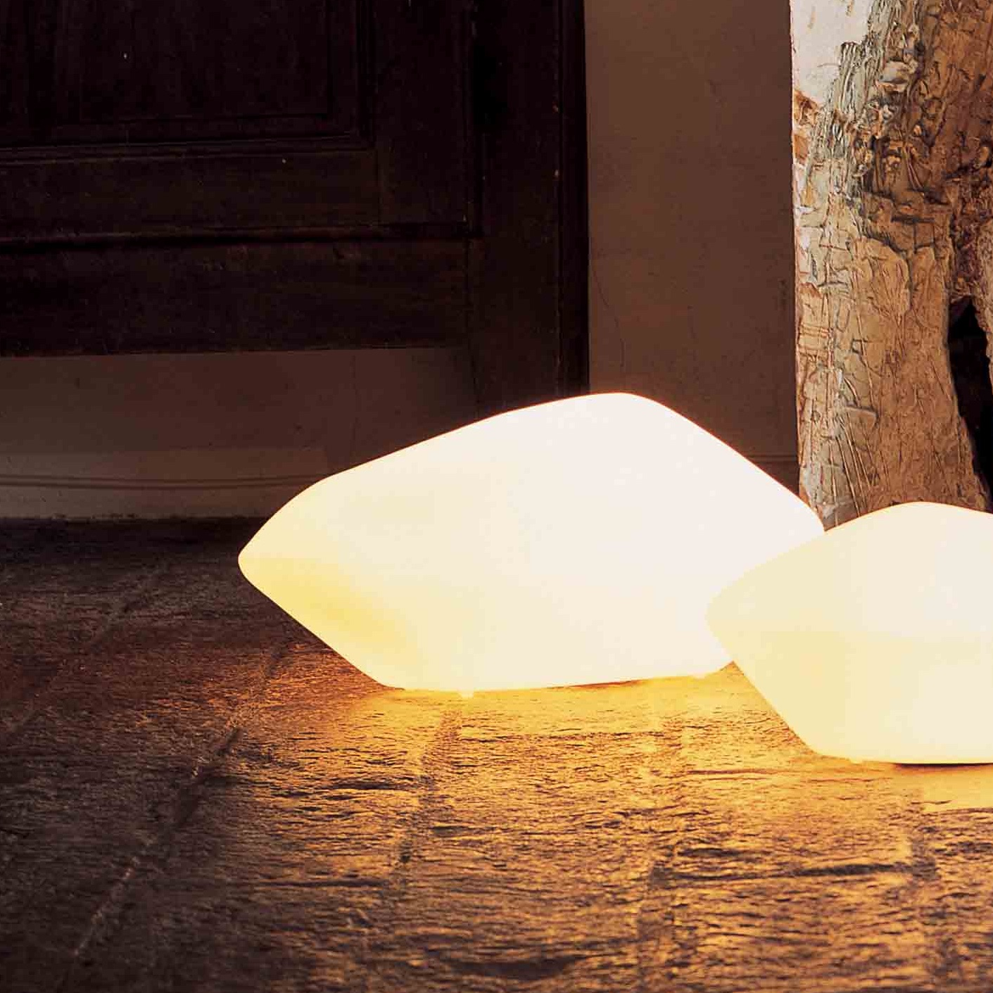 table lamp stone of glass opaline opaque 45cm oluce nedgis lighting. Black Bedroom Furniture Sets. Home Design Ideas