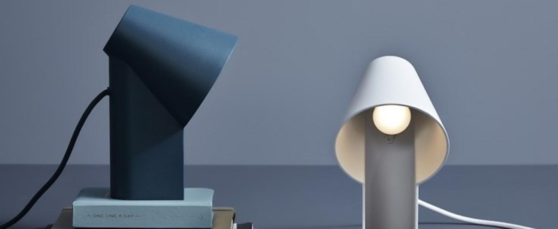 Lampe a poser study table lamp blanc led l15 9cm h22 7cm woud normal