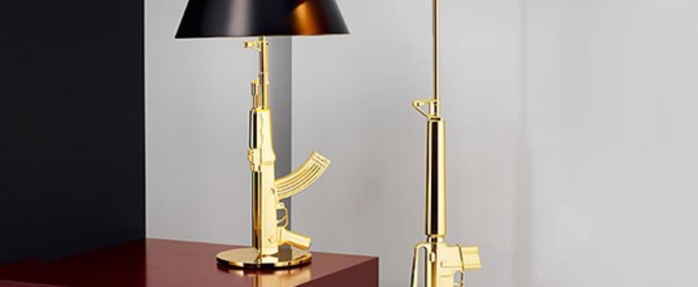 Lampe a poser table gun noir et or h92 4cm flos normal