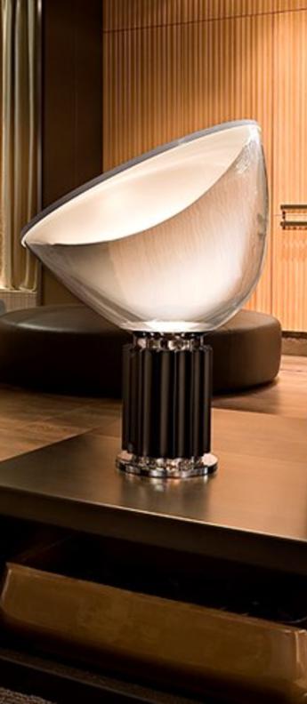 Lampe a poser taccia pmma noir h64 5cm flos normal