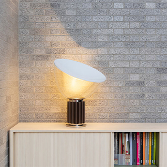 Lampe a poser taccia small bronze anodise led 2700k 800lm o37 3cm h48 5cm flos normal