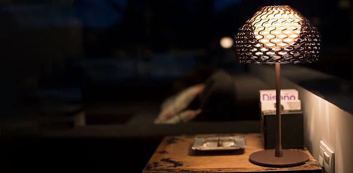 Lampe a poser tatou orcre gris o28cm h50cm flos normal