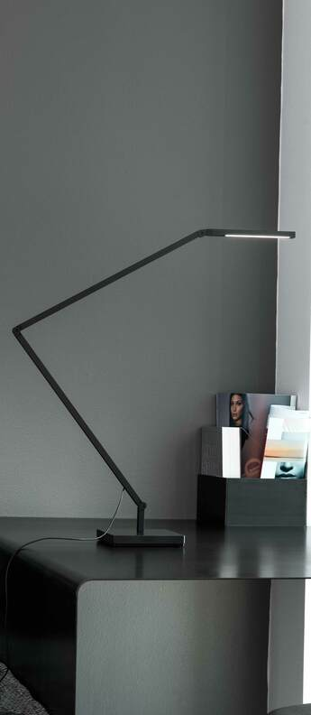 Lampe a poser untitled linear noir l66cm h50cm nemo lighting normal