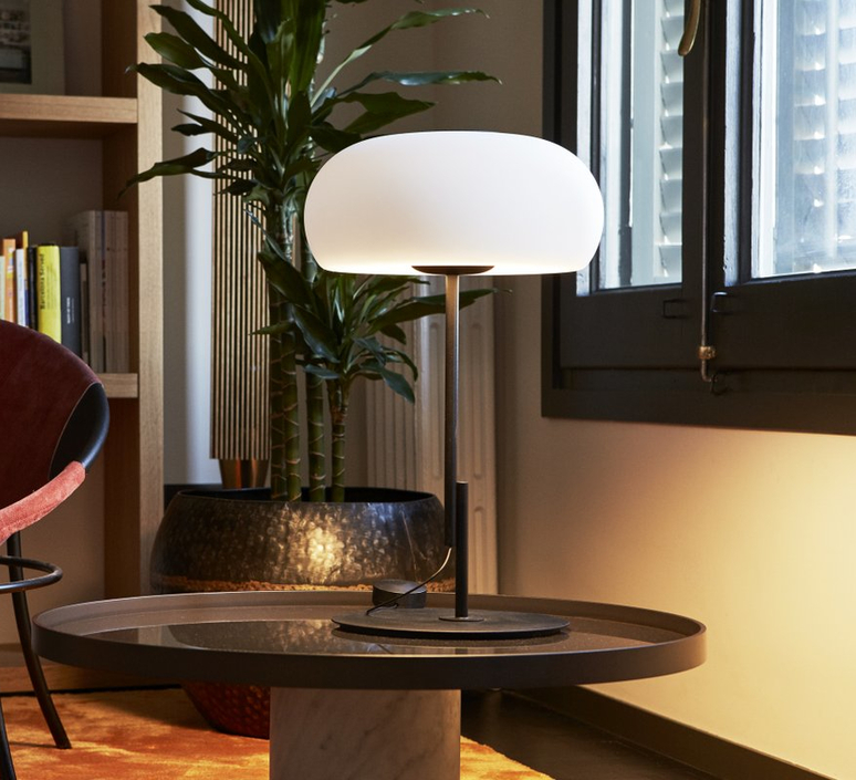 Vetra joan gaspar lampe a poser table lamp  marset a689 006  design signed 61727 product