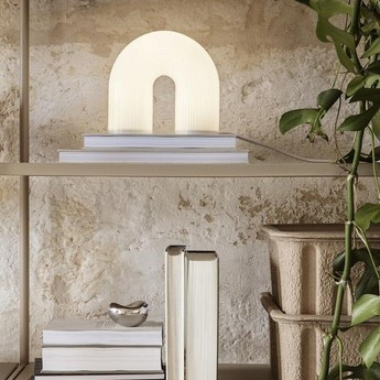 Lampe a poser vuelta verre opal blanc laiton led 2700k 265lm l21 4cm h21 6cm ferm living normal