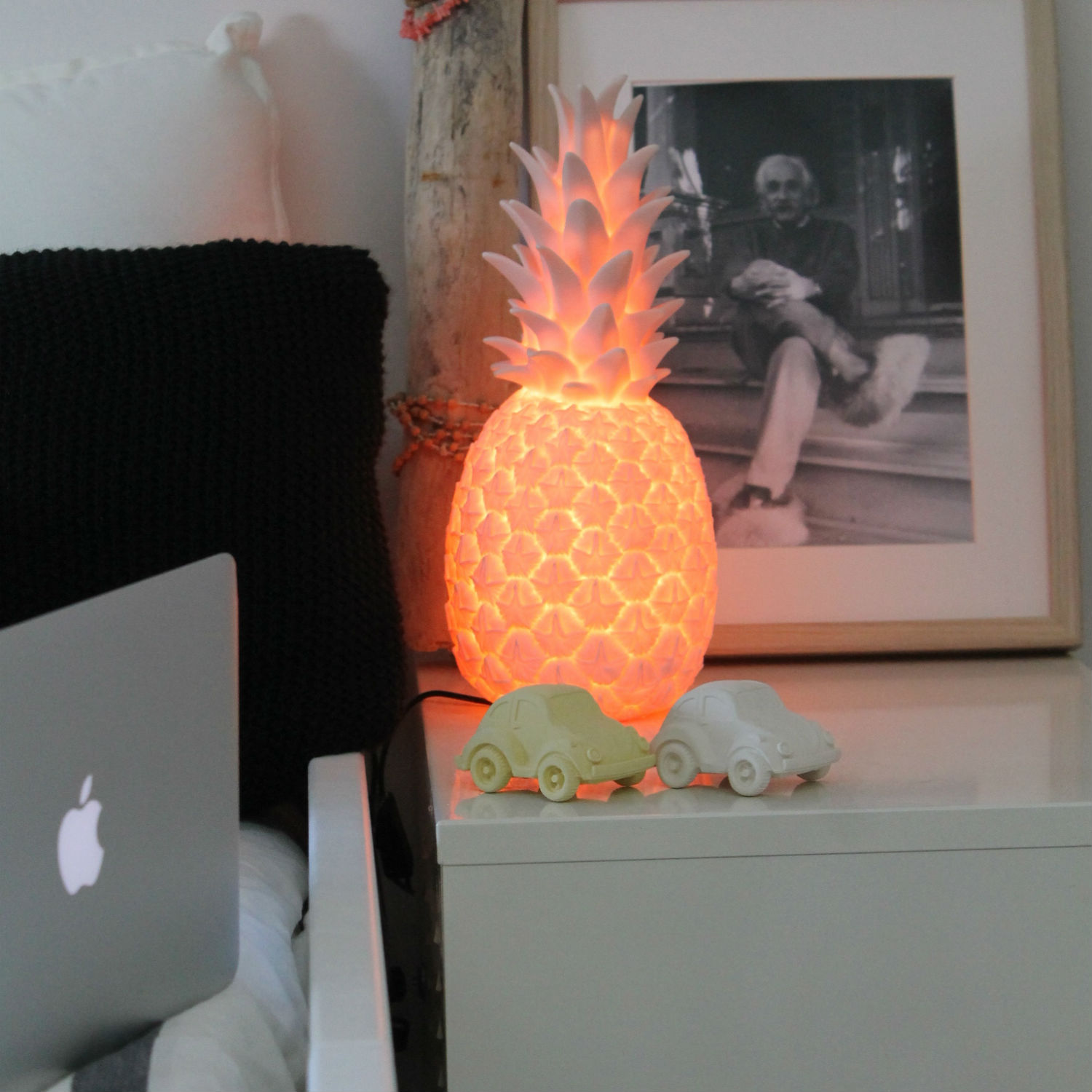 lampe ananas pina colada rose pastel h32cm goodnight light luminaires nedgis. Black Bedroom Furniture Sets. Home Design Ideas