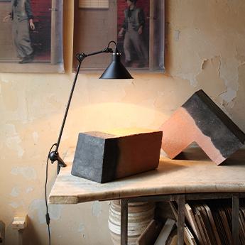 Lampe de bureau lampe gras n 201 corps noir abat jour conique noir interieur blanc l21cm h90cm dcw editions paris normal