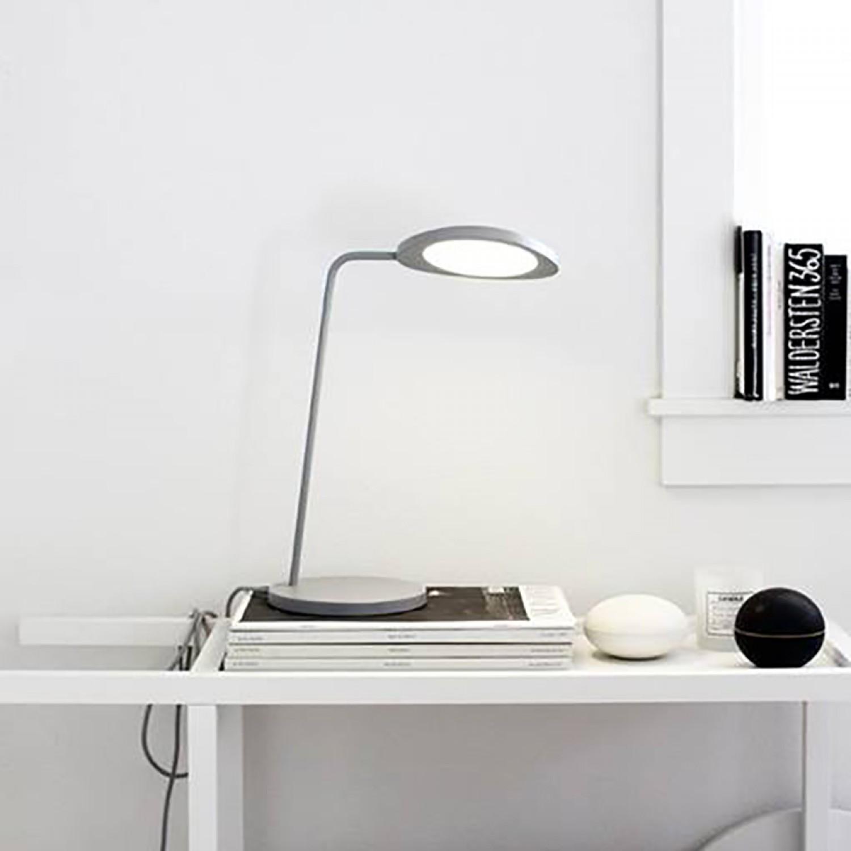 Opprinnelig Desk lamp, Leaf, grey, H41,5cm - Muuto - Nedgis Lighting OW-53