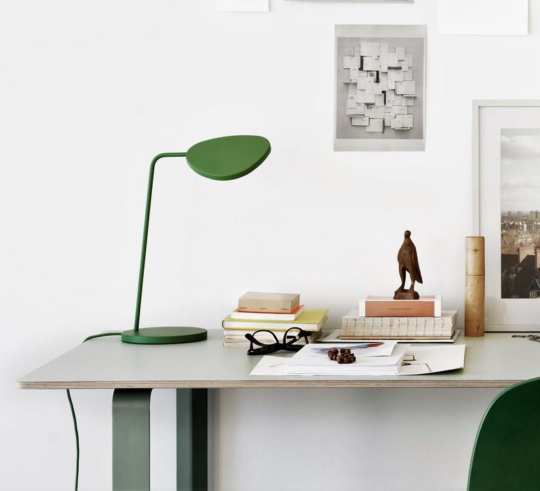 lampe de bureau leaf vert h41 5cm muuto luminaires nedgis. Black Bedroom Furniture Sets. Home Design Ideas