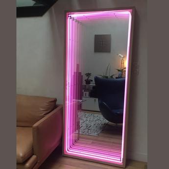 Mobilier lumineux miroir maxi bois chene neon rose l80cm h180cm lumneo normal