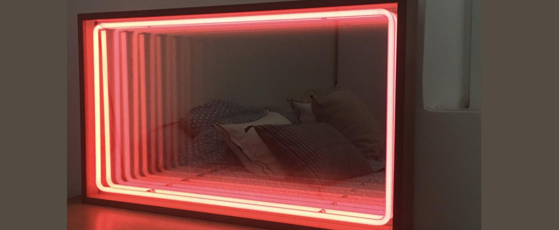 Mobilier lumineux miroir mini bois chene neon rose corail l41cm h70cm lumneo normal