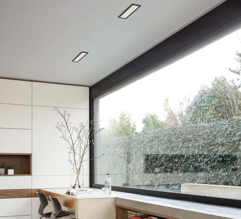 Spot encastrable led 4x qbini round in blanc cadre noir for Spot encastrable plafond design