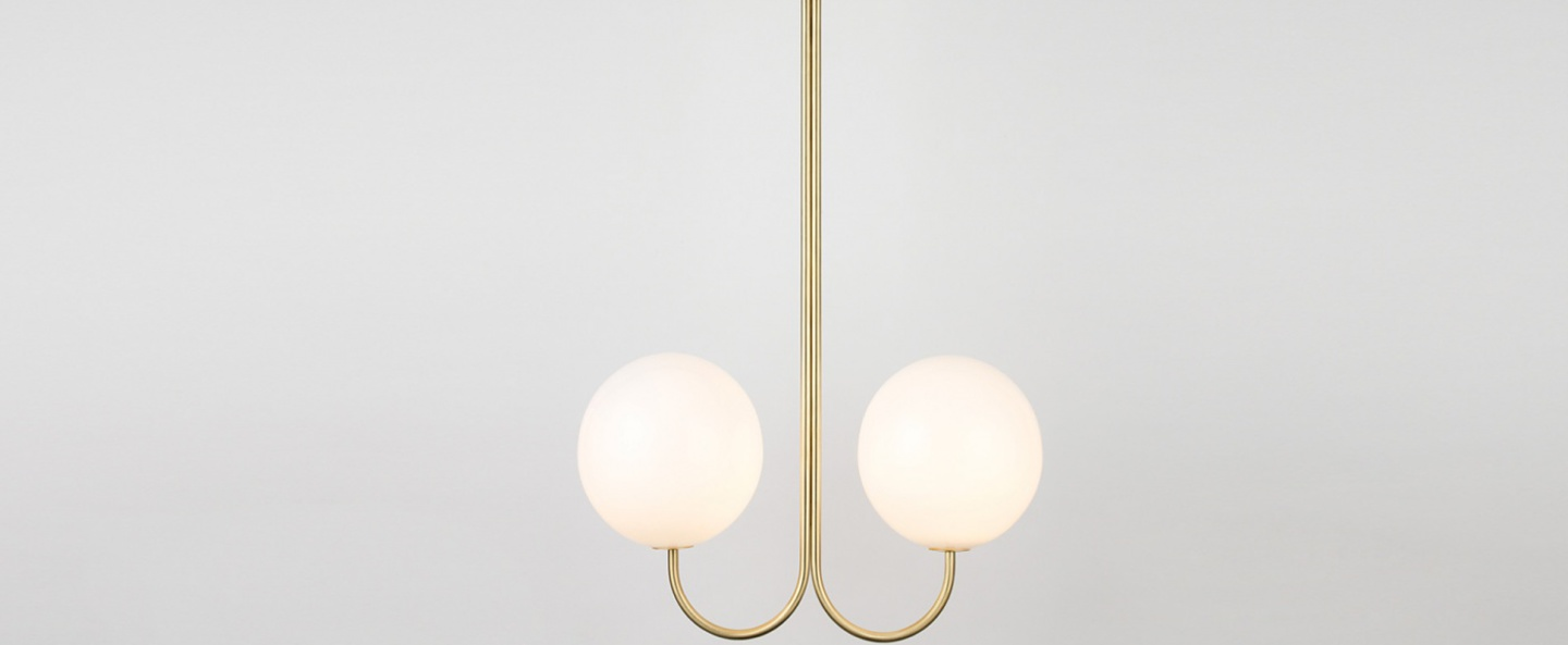 Suspension double angle blanc et laiton l42cm h63 4cm anastassiades studio normal