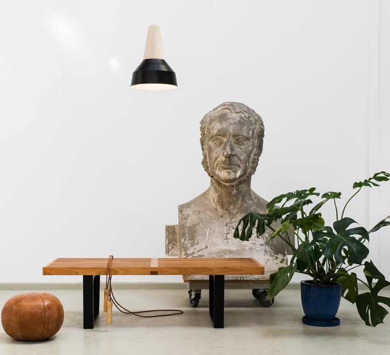 Eikon basic julia mulling et niklas jessen schneid eikon basic ash wood black white luminaire lighting design signed 25081 product