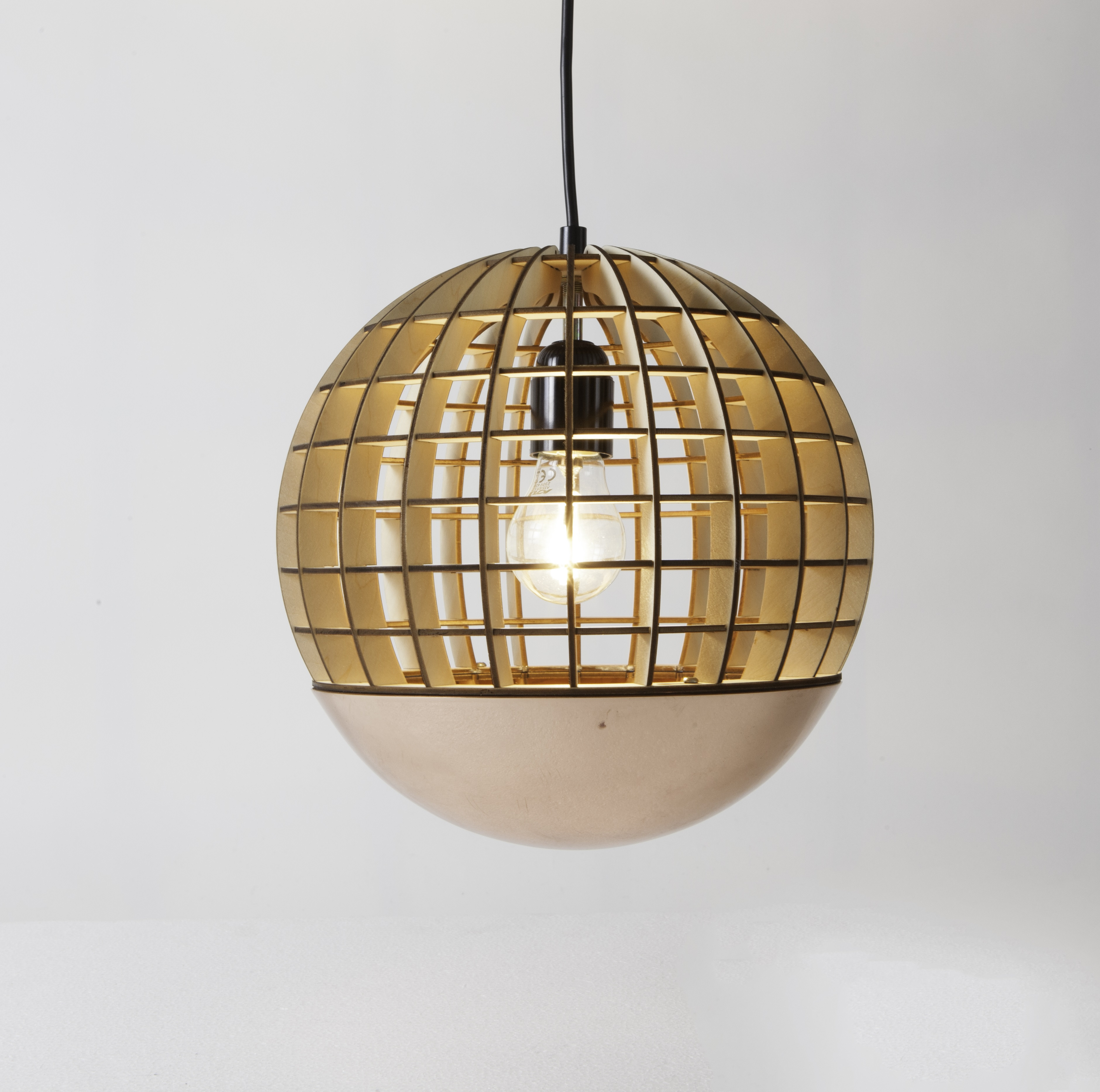 suspension globe bois cuivre 28cm massow design luminaires nedgis. Black Bedroom Furniture Sets. Home Design Ideas