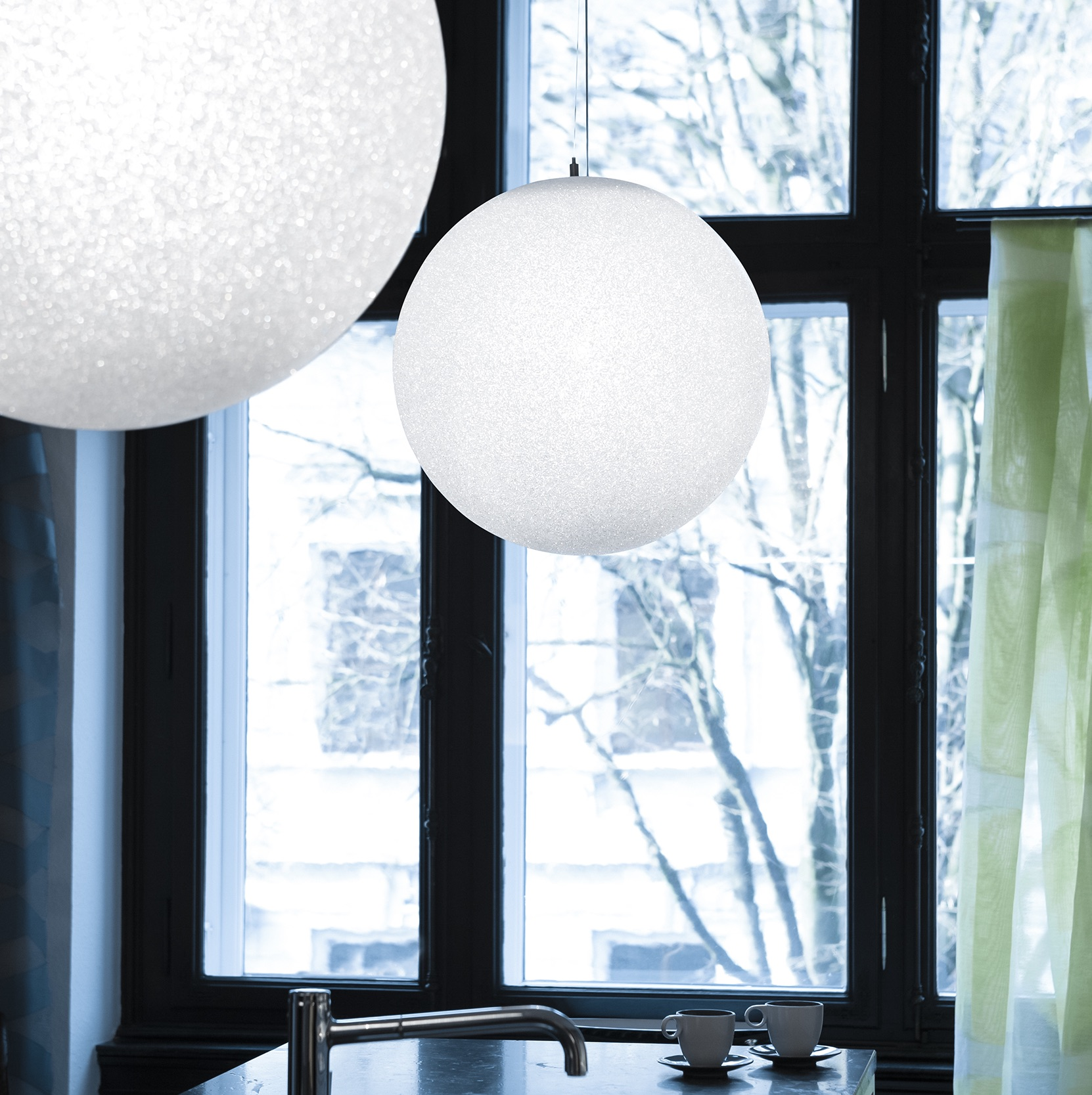 suspension iceglobe blanc brillant 45cm lumen center italia luminaires nedgis. Black Bedroom Furniture Sets. Home Design Ideas