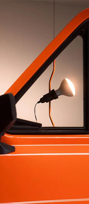 Suspension lampadaire parentesi 50 orange de signalisation o11cm h400cm flos normal